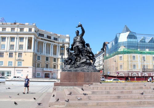 c_500_350_16777215_00_images_tours_The_Central_Square_central_square.jpg